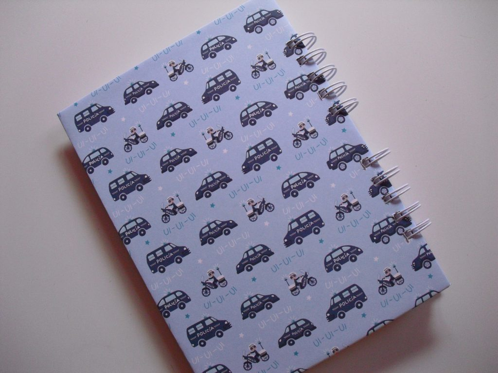 contraportada cuaderno anita y su mundo sobre ruedas